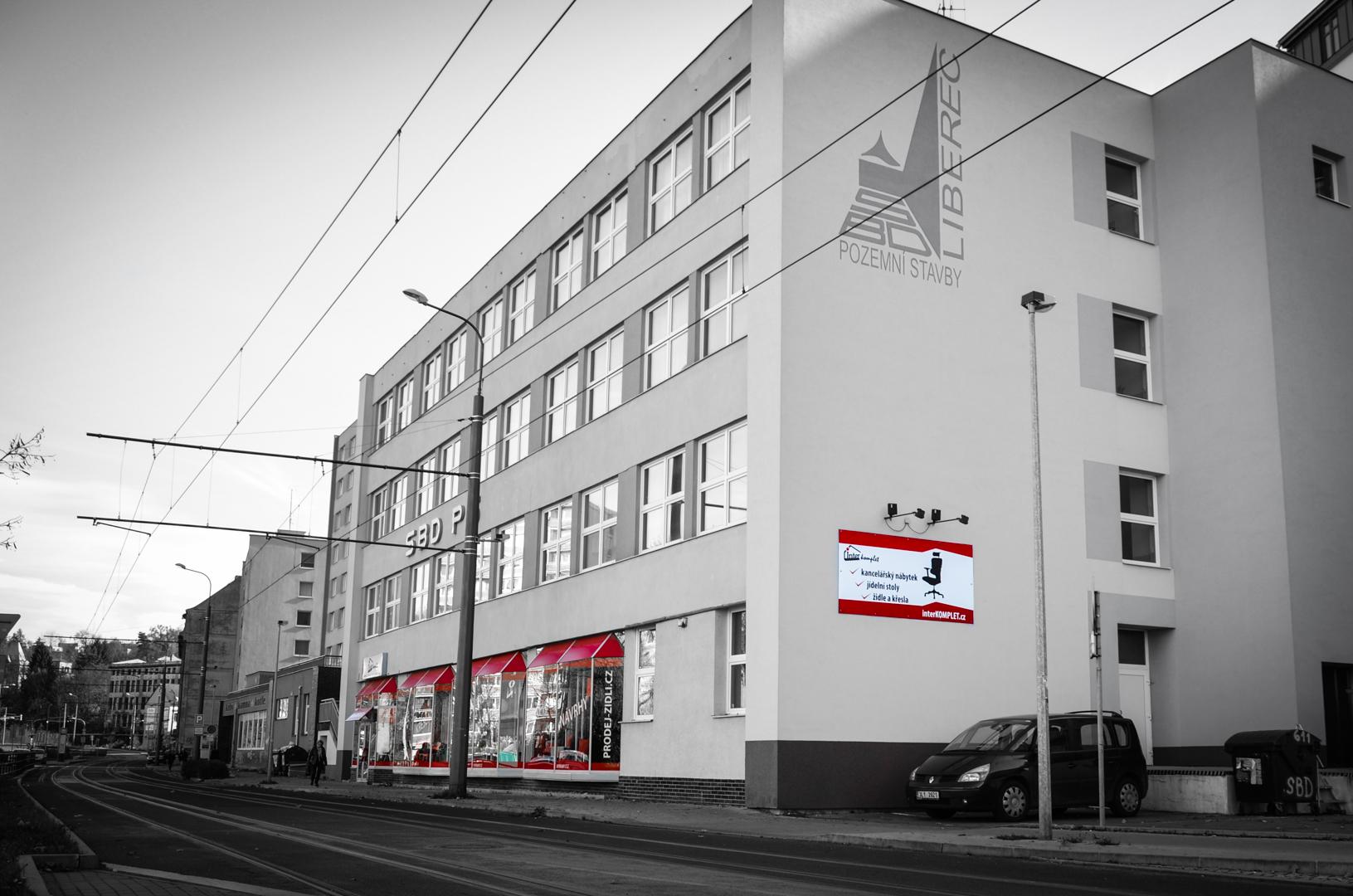 Prodejna ze směru z ulice Fügnerova